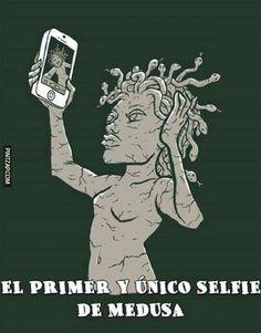 El primer y único selfie de Medusa. #humor #mitologia