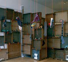 Η ιδέα ανήκει στην Tracy Neuls, η οποία σχεδιάζει τα ομώνυμα υποδήματα, και υλοποιήθηκε στην Εβδομάδα Μόδας του Λονδίνου: