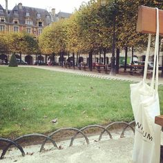La bolsa trotamundos pisa suelo parisino.