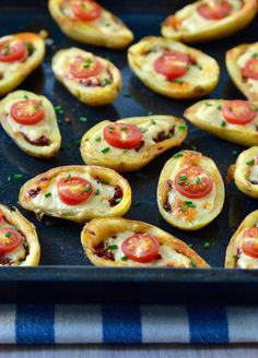 These Mini Pizza Potato Skins with Tahini Cheese are the perfect party bites! Vegan & gluten-free so everyone Whole Food Recipes, Vegetarian Recipes, Cooking Recipes, Vegetarian Canapes, Vegan Appetizers, Appetizer Recipes, Vegan Pizza, Vegan Food, Potato Skins