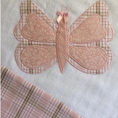 Fralda de ombro com quatro camadas de fralda, 100% algodão. Mede aproximadamente 0,50x0,30cm e pode ser produzida em diversas cores, estampas e motivos, à escolha do cliente. *CONSULTE A DISPONIBILIDADE DE COR E ESTAMPA*