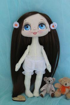 Куколка Моника.