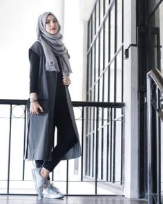 35 Trendy And Fashionable Hijab Style For Teens - Herren- und Damenmode - Kleidung Islamic Fashion, Muslim Fashion, Modest Fashion, Fashion Muslimah, Look Fashion, Trendy Fashion, Girl Fashion, Fashion Outfits, Sneakers Fashion