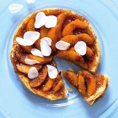 You will not believe how easy this peach tart is to prepare. Not to mention that it's delicious with its combo of peaches, winter spices, honey and vanilla. Peach Puff Pastry, Honey And Cinnamon, Vanilla Essence, Dns, No Bake Desserts, Anonymous, Tart, Public, Baking