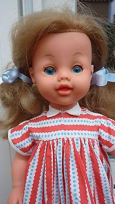 poupée BELLA 45 cms MARCHEUSE et qui fonctionne