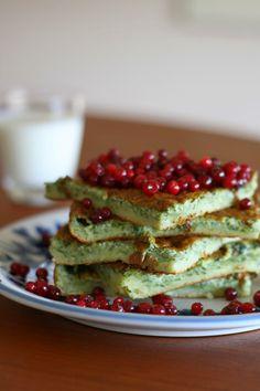 Pinaattipannari on arjen pelastaja Eating Well, Avocado Toast, Food Inspiration, Vegetarian Recipes, Pancakes, Food And Drink, Keto, Snacks, Baking