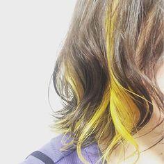 WEBSTA @ sena1208 - マニパニで黄色のインナーカラーにしてもらった♡めっちゃ綺麗な色😍#インナーカラー #マニパニ #マニックパニック…