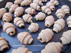 Cornulete fragede si vanilate (de post) - Bunătăți din bucătăria Gicuței Garlic, Cookies, Vegetables, Desserts, Food, Crack Crackers, Tailgate Desserts, Deserts, Biscuits