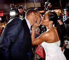 Will Smith got a smooch from wife Jada Pinkett Smith at the Hollywood premiere of Focus Feb. 24.