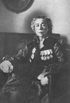 Les vrais buts du féminisme sous des couverts d'égalité et d'autonomie de la femme 6a9ac78d3b9930b9413054aab3c74abf--russian-revolution-history-pics