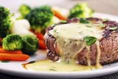 A béarnaise is a classic sauce typically served over steak. Vegetable Sides, Vegetable Side Dishes, Sauce Filet Mignon, Gordon Ramsey Steak, Bernaise Sauce, Truffle Sauce, Parmesan Cream Sauce, Filets, Beef Recipes