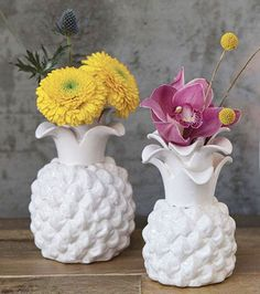 Looking for unique wedding decorations to create beautiful table centerpieces? Check out this adorable white ceramic pineapple-shaped flower vase. Perfect for modern or shabby chic floral arrangements, this beautiful pineapple vase will add a trendy touch to your wedding. #diywedding