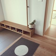 Decor - Just another WordPress site Entrance Design, House Entrance, Marble Room, Narrow House, Modern Architecture House, Japanese House, Decoration, Home Interior Design, Entryway