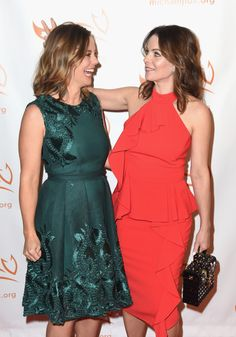 Ashley Williams (L) and Kimberly Williams Paisley on the red carpet of A Funny Thing Happened On The Way To Cure Parkinson's benefitting The Michael J. Fox Foundation at the Hilton New York on November 11, 2017.