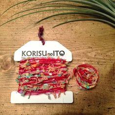ガーランドに使用しているKOTORIオリジナルの手染め糸をメインに、いろいろな糸を組み合わせました。 色合わせにこだわって糸をセレクトし、丁寧に巻いています。... ハンドメイド、手作り、手仕事品の通販・販売・購入ならCreema。