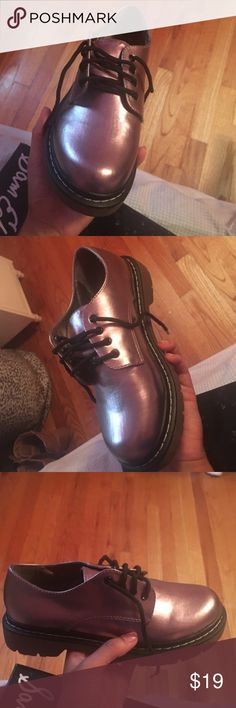 """💥MUST GO💥 Wine Metallic Size 6.5 Shoes 🍂Metallic Size 6.5 Shoes🍂  ☀️In great condition. In need of a new home where they can be rocked .  🕊I accept reasonable offers!! I truly do! With the exception of items labeled """"Price Firm""""  🕊Serious buyers please & No Low ballers!  To me it's asking half or more off an item is Low Balling. Shoes"""