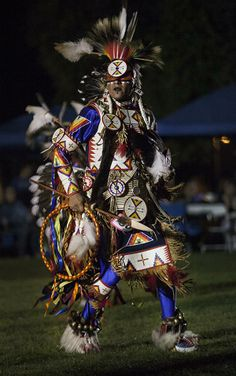 Inaugural University of Redlands Powwow Puts School and Community on the Native Map More than 150 dancers from as far away as the Navajo Nat. Native American Regalia, Native American Beauty, Native American Artists, American Indian Art, Native American History, Blackfoot Indian, Native Indian, Native American Spirituality, Native American Pictures