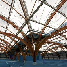 A Bourg-la-Reine, dans les Hauts-de-Seine, l'agence Spoutnik Architecture a effectué la rénovation du Tennis Club de la ville. En se basant ...
