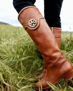 Love these tan brown leather tory burch riding boots with a stacked heel and zipper!