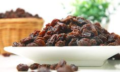 Is raisins good for your health? So now let's discuss about the best raisin benefits you must know.All age groups has been most popular since earliest years Healthy High Calorie Foods, High Calorie Meals, Healthy Fats, Healthy Snacks, Healthy Brain, Nutrients In Eggs, Best Dried Fruit, Raisins Benefits, Gain Weight Fast