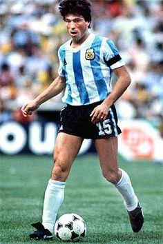 Daniel Passarella. Defensa. Sarmiento de Junín (1973), River Plate (1974-1982), Fiorentina (1982-1986), Inter de Milán (1986-1988), River Plate (1988-1989). DT: River Plate (1989-1994), Selección de Argentina (1994-1998), Selección de Uruguay (2000-2001), Parma (2001), Monterrey (2002-2003), Corinthians (2005), River Plate (2006-2007). Campeón del Mundo en dos ocasiones (1978 y 1986), aunque en este último no jugó un solo encuentro.