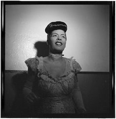 Portrait of Billie Holiday, Carnegie Hall, NYC, between 1946 and 1948. William Gottlieb Collection, Libary of Congress  Want to know more about Black History ? Visit Discover Black Heritage.
