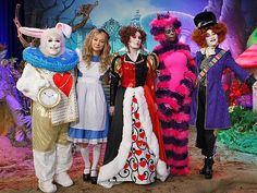 Alice In Wonderland Halloween group costume Costume Halloween, Alice Halloween, Celebrity Halloween Costumes, Adult Halloween, Halloween 2018, Halloween Party, Happy Halloween, Rabbit Costume, Alice In Wonderland Tea Party