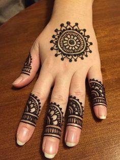 henna designs Henna work on my day off! Henna work on my day off! Circle Mehndi Designs, Mehndi Designs Front Hand, Mehndi Designs Finger, Henna Tattoo Designs Simple, Mehndi Designs For Beginners, Mehndi Design Photos, Unique Mehndi Designs, Henna Designs Easy, Mehndi Simple