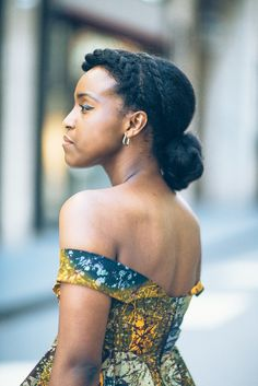 The lovely @museunifrom || Hairstyles for afro hair. Natural hairstyles. Natural hair and fashion.
