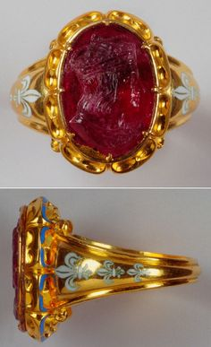 Ring with a bas relief of Louis XII of France, early 19th century, rubelite tourmaline and gold ring with two white enamel fleurs-de-lys on the shank, the bezel has a gold back-plate.