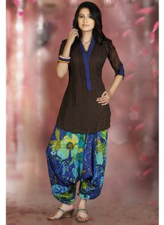 Here view indian patiala salwar kameez.Indian patiala suits and punjabi salwar kameez suits in india.Fashion and latest trends in patiala salwar kameez Punjabi Fashion, Ethnic Fashion, Indian Fashion, Patiala Salwar, Kurti, Saris, Mode Outfits, Dance Outfits, Indian Attire