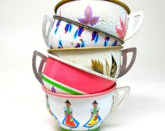 50 s tin Toy Tea cups cygnes papillons & fleurs par OldeTymeNotions