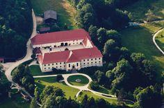 Schloss Ehrenfels zählt zu den besonderen Event-Locations für Hochzeiten, Geburstage und Feste in Baden-Württemberg. Schloss-Scheuer - und Park
