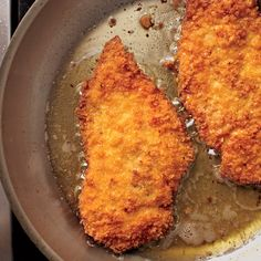 Easy Chicken Milanese This recipe calls for chicken, but veal, pork, and turkey work just as well. Chicken Milanese, Chicken Cutlets, Veal Milanese, Chicken Breasts, Easy Salads, Fried Chicken, Breaded Chicken, Cooked Chicken, Chicken Recipes