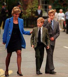 La Princesa Diana con los príncipes Guillermo y Enrique.