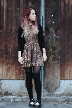 Leopard dress with black thigh socks! More grunge outfits on the frogoncatwalk.com | IG @sofibalogh