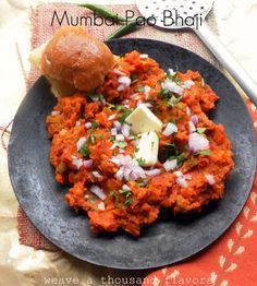 Mumbai Pao Bhaji (spicy veggies with butter fried pao bread) Veg Recipes, Cooking Recipes, Meal Ideas, Food Ideas, Pav Bhaji Masala, Bhaji Recipe, Veggie Fries, Vegetable Curry, Vegetarian Meal