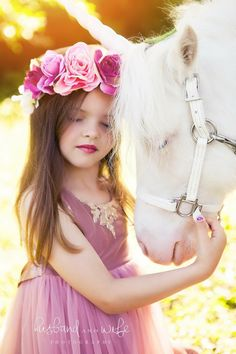 20 Adorable Photos: Kids And Horses That Will Melt Your Heart – Page 3 – The Paws Horse Photography, Children Photography, Beautiful Children, Beautiful Horses, Cute Kids, Cute Babies, Unicorn Pictures, Princess Photo, Foto Baby