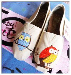 Owl custom toms by CustomTOMSbyJC on Etsy, $89.00