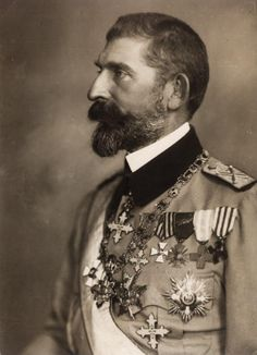 King Ferdinand I of Romania. Queen Mary, King Queen, Colorful Pictures, Old Pictures, Romanian Royal Family, Long Beards, Portraits, Ferdinand, Portrait Photography