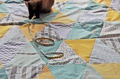 luzia pimpinella BLOG | DIY: patchwork decke mit dreicks-muster in grau-gelb -mint | triangle quilt in grey-yellow-mint