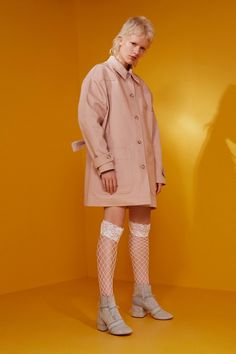 See the complete MM6 Maison Margiela Resort 2017 collection.