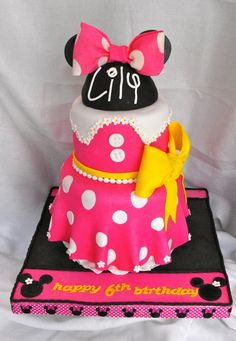 Minnie Mouse Cake ~ so cute! #party www.BlueRainbowDesign.com
