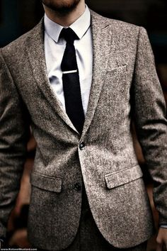 Blazer di lana grigio ad un petto con rever a  lancia.