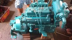 Motor Yanmar 33 BTD, reversão 3/1, hélice e bomba d'água