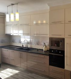 Kitchen Room Design, Kitchen Cabinet Design, Modern Kitchen Design, Home Decor Kitchen, Modern Interior Design, Kitchen Furniture, Interior Design Living Room, Aluminium Kitchen, Modern Kitchen Cabinets