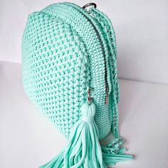This Pin was discovered by Sil Crotchet Bags, Bag Crochet, Crochet Market Bag, Crochet Quilt, Crochet Shoes, Crochet Handbags, Crochet Purses, Knitted Bags, Crochet Backpack Pattern