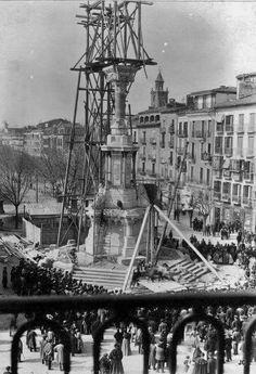 1903.Monumento a los Fueros en construcción.