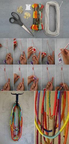 collier hippie a faire soi meme comment fabriques des bijoux colores hippie necklace to do it yourself how colorful jewelry factories Diy Jewelry Holder, Diy Jewelry Making, Accessoires Hippie, Diy Crafts For Adults, Diy Inspiration, Wie Macht Man, Hippie Jewelry, Hippie Boho, Hippie Bracelets