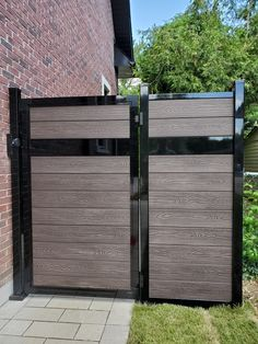 Our composite privacy fence offers an improved access to your property and a timeless appearance to your outdoor space. Composite Fencing, Fence Boards, Tropical Colors, Fence Panels, Fence Design, Fences, Outdoor Furniture, Outdoor Decor, Wood Grain